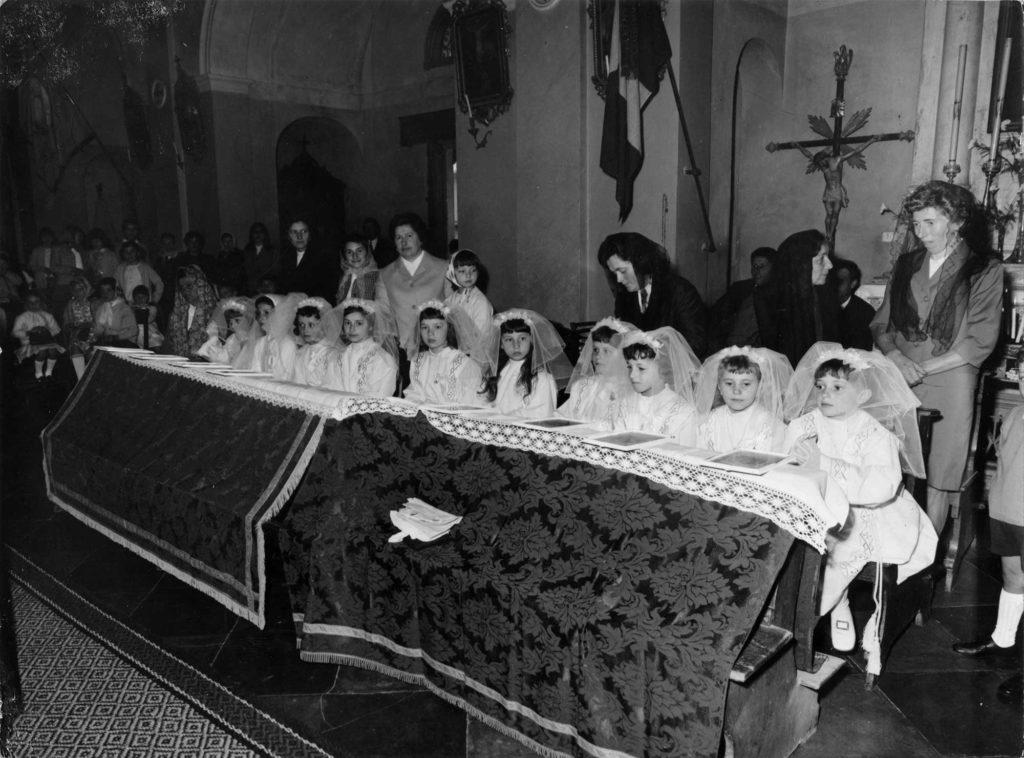 Archivio parrocchiale - 20 giugno 1957: prima Comunione della classe 1961