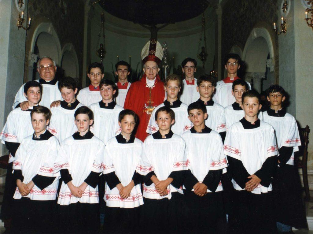 Il vescovo Mistrorigo con i chierichetti