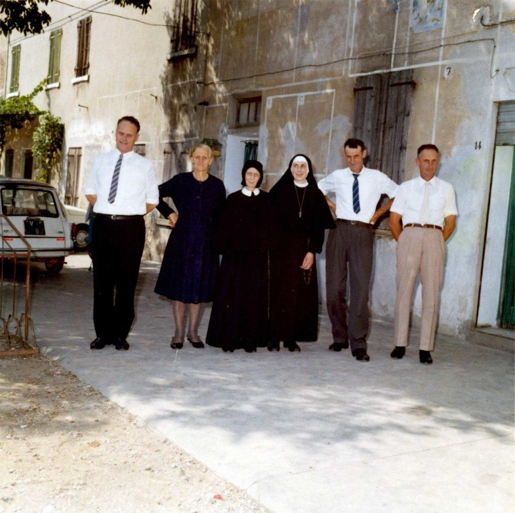Foto Edda Quaggiotto - 1969: foto di famiglia davanti Villa Pola Cappelletto Quaggiotto