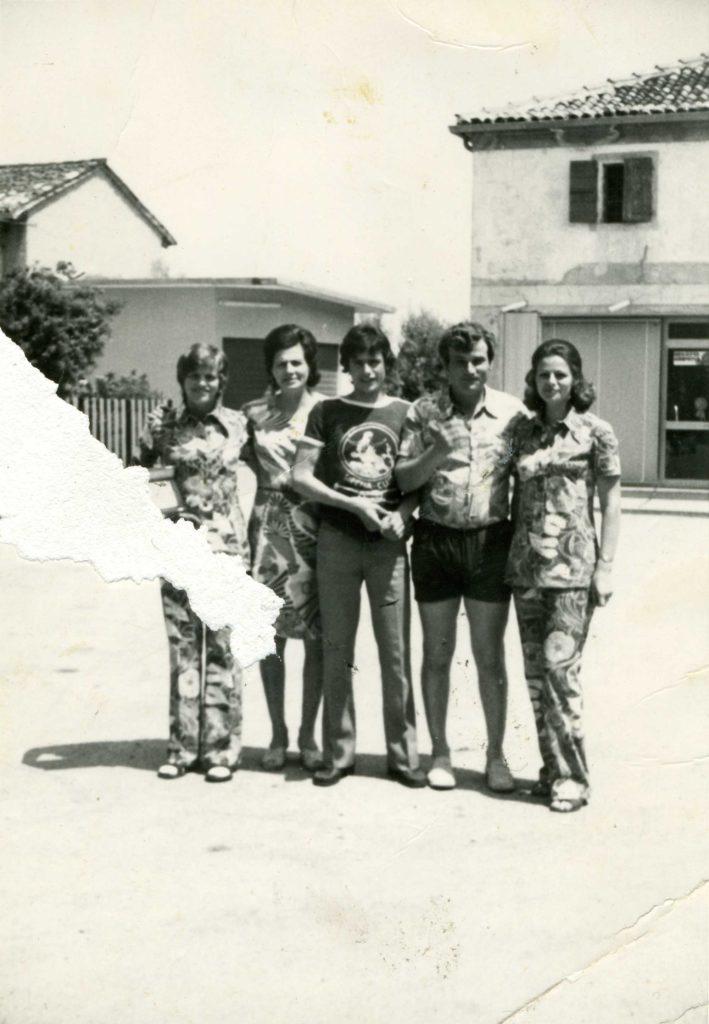 Foto Edda Quaggiotto - 1972: foto di gruppo in Piazza Cavour