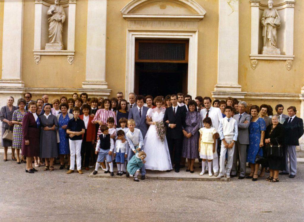 Foto Edda Quaggiotto - Matrimonio: foto di gruppo davanti la chiesa
