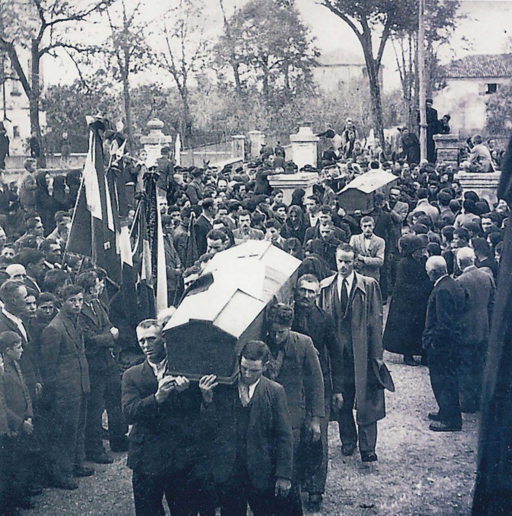 Foto Edda Quaggiotto - Funerali dieci martiri: arrivo dei feretri in chiesa