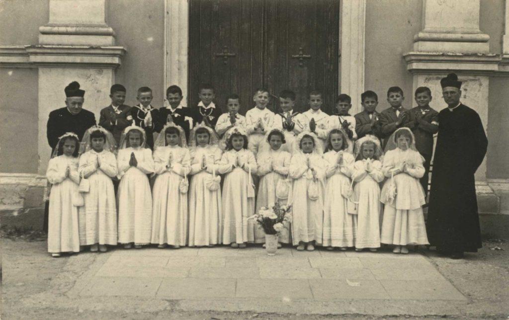 Foto Felice Trinca - 13 maggio 1956: prima comunione delle classi 1947 e 1948
