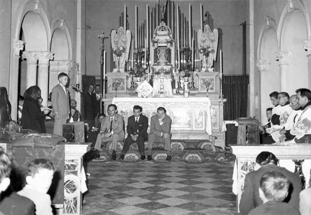 Foto Gabriele Omega - 1965: saluto a Padre Cristoforo Cavarzan in partenza come missionario verso il Giappone