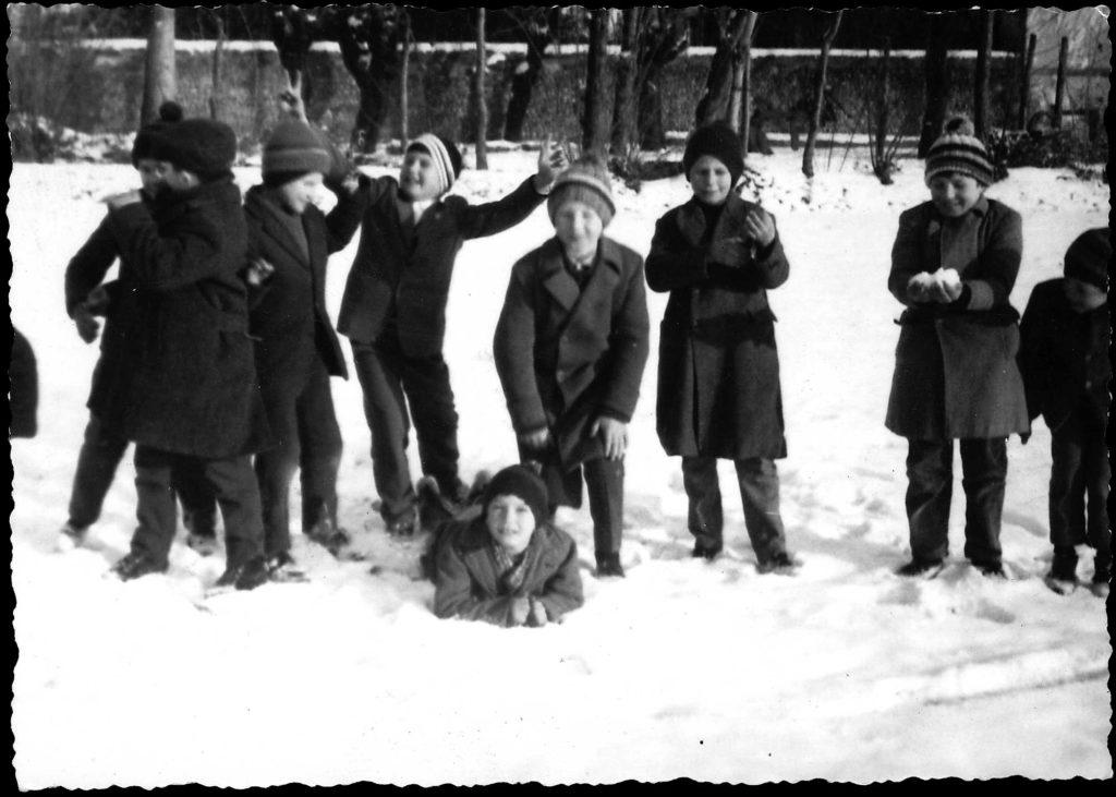 Foto Ida Trinca - Bambini giocano sulla neve