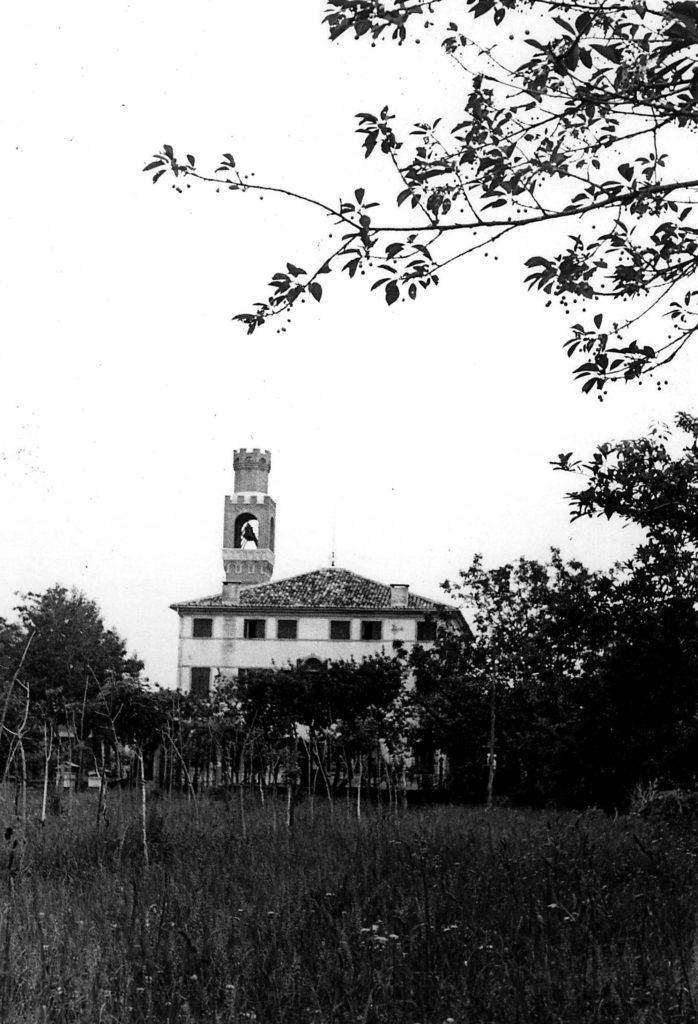 Foto Ida Trinca - La canonica e il campanile visti da sud