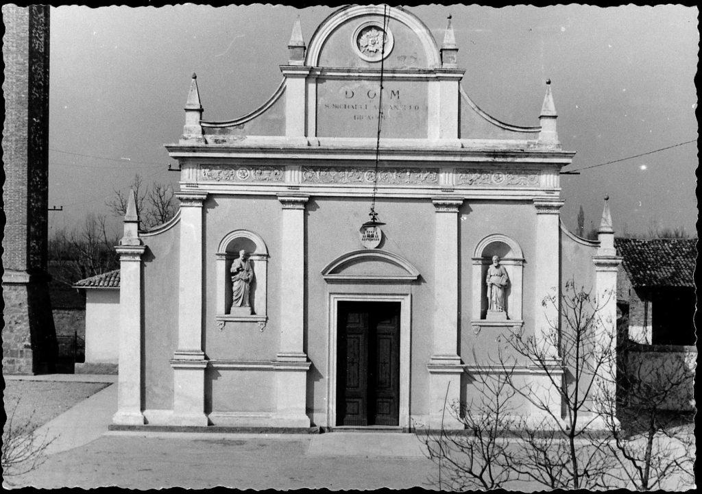 Foto Ida Trinca - La facciata della chiesa dalle finestre della canonica