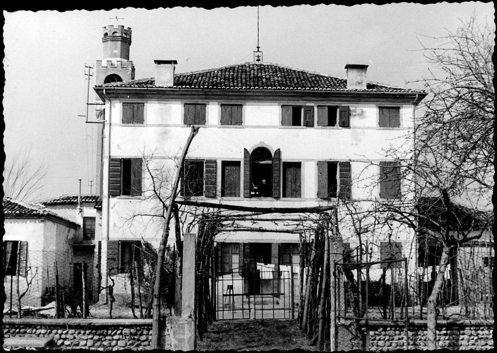 Foto Ida Trinca - La facciata a sud della canonica