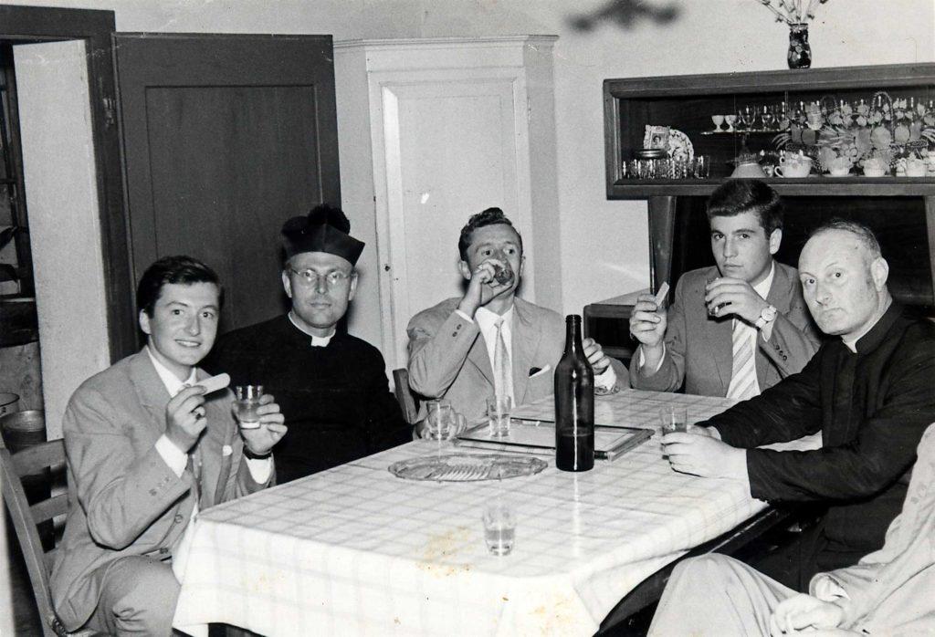 Foto Ida Trinca - Un buon bicchiere di vino in canonica