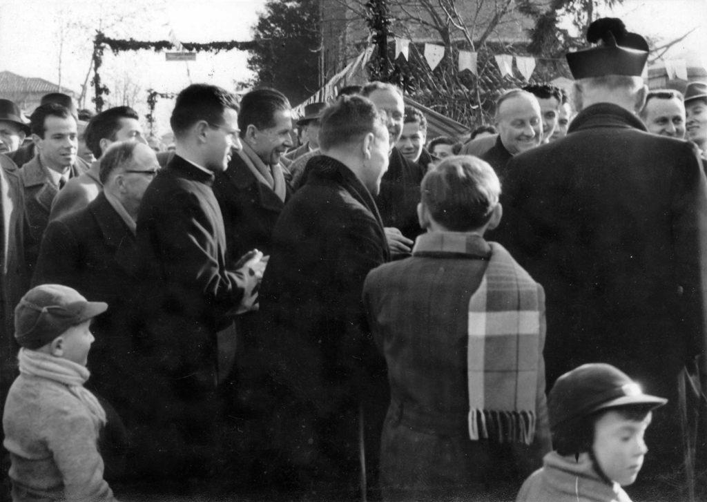 Foto Ida Trinca - 3 febbraio 1957: Insediamento del nuovo parroco don Alberto Miatello