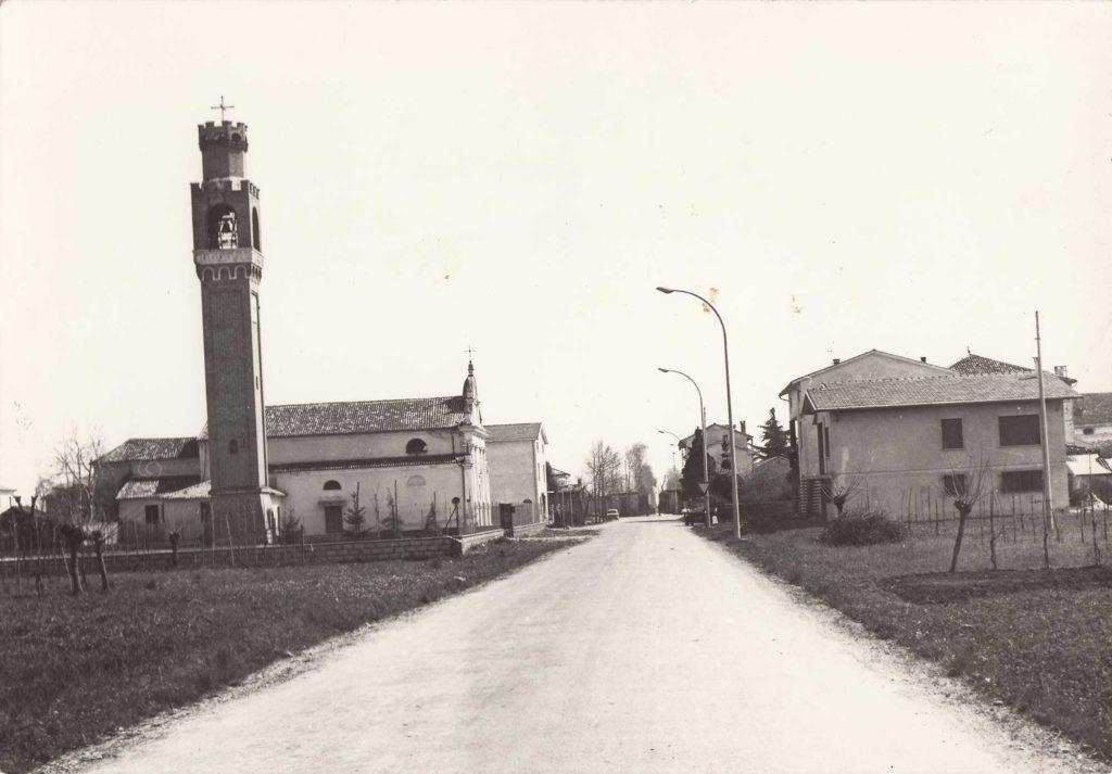 Foto Famiglia Mardegan-Piccolo - Via Stazione: il centro di Barcon visto da ovest