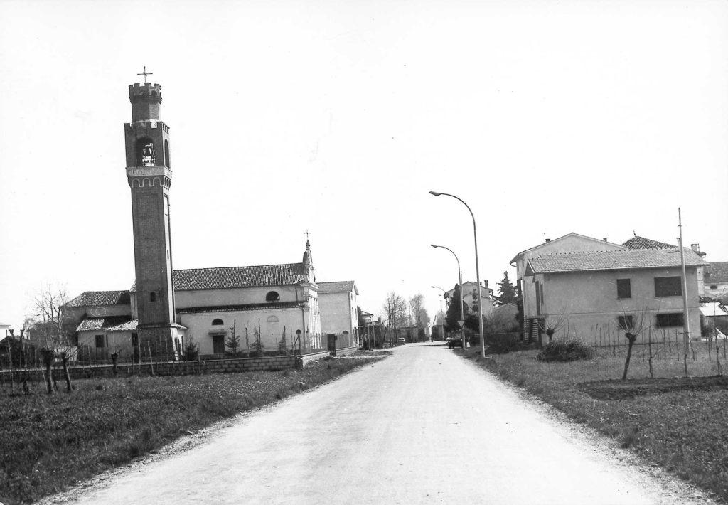 Foto Marino Binotto - Via Stazione: il centro di Barcon visto da ovest