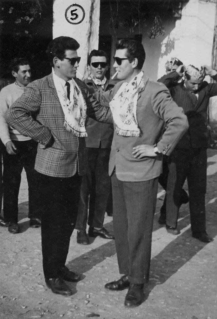 Foto Mario Soligo - 1956. foto dei coscritti della classe del 1936 in piazza Cavour. (Queste semenze sono nate nel 1936 e sono germogliate nel 1956)