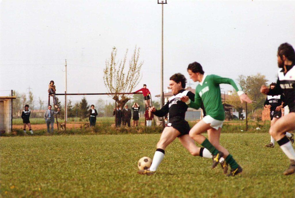 Foto Maurizio Soligo - Anni '80. La squadra di calcio di Barcon che militava in 3^ categoria