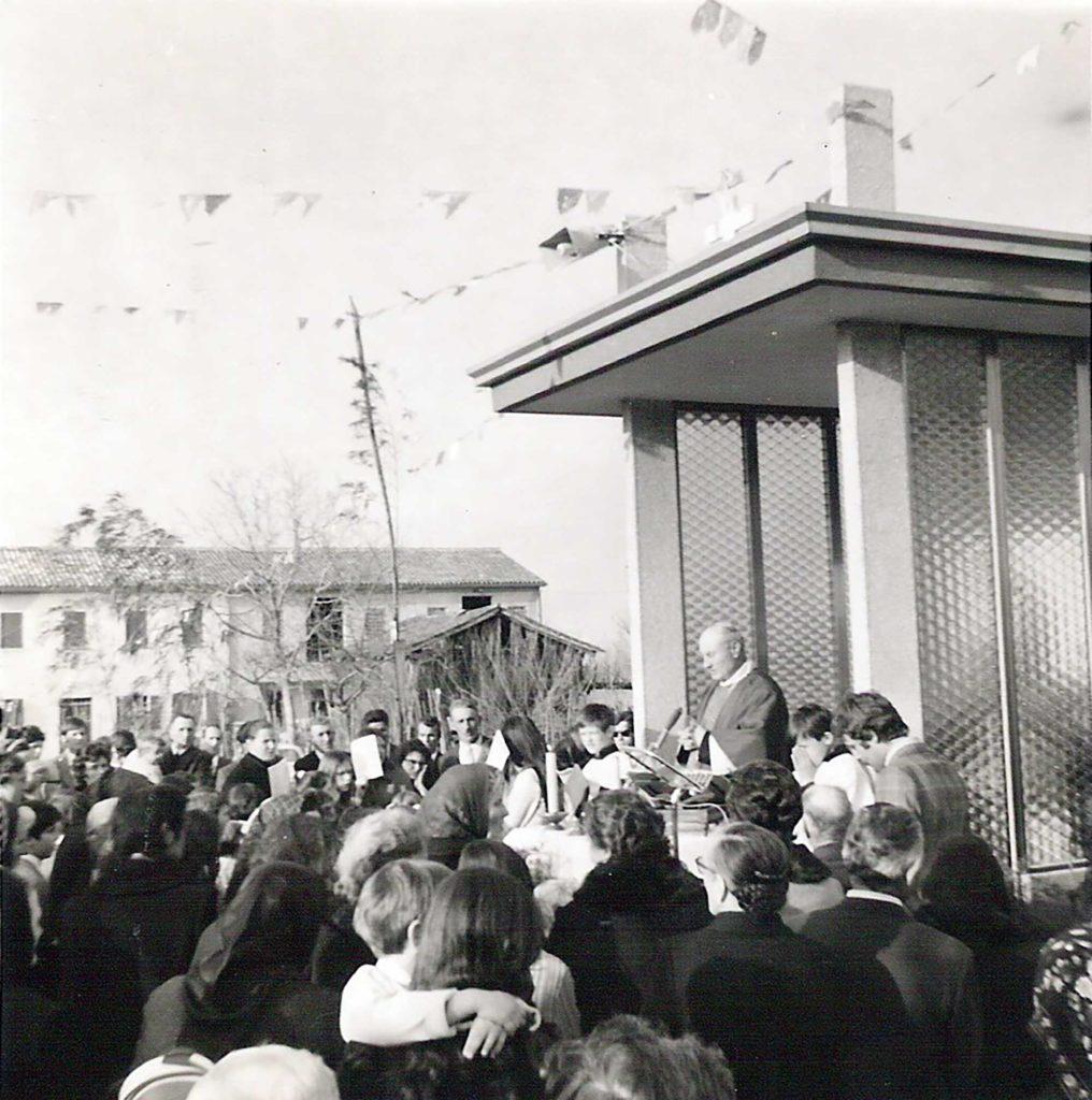 Foto Maurizio Soligo - 19 marzo 1972: messa al capitello di San Giuseppe