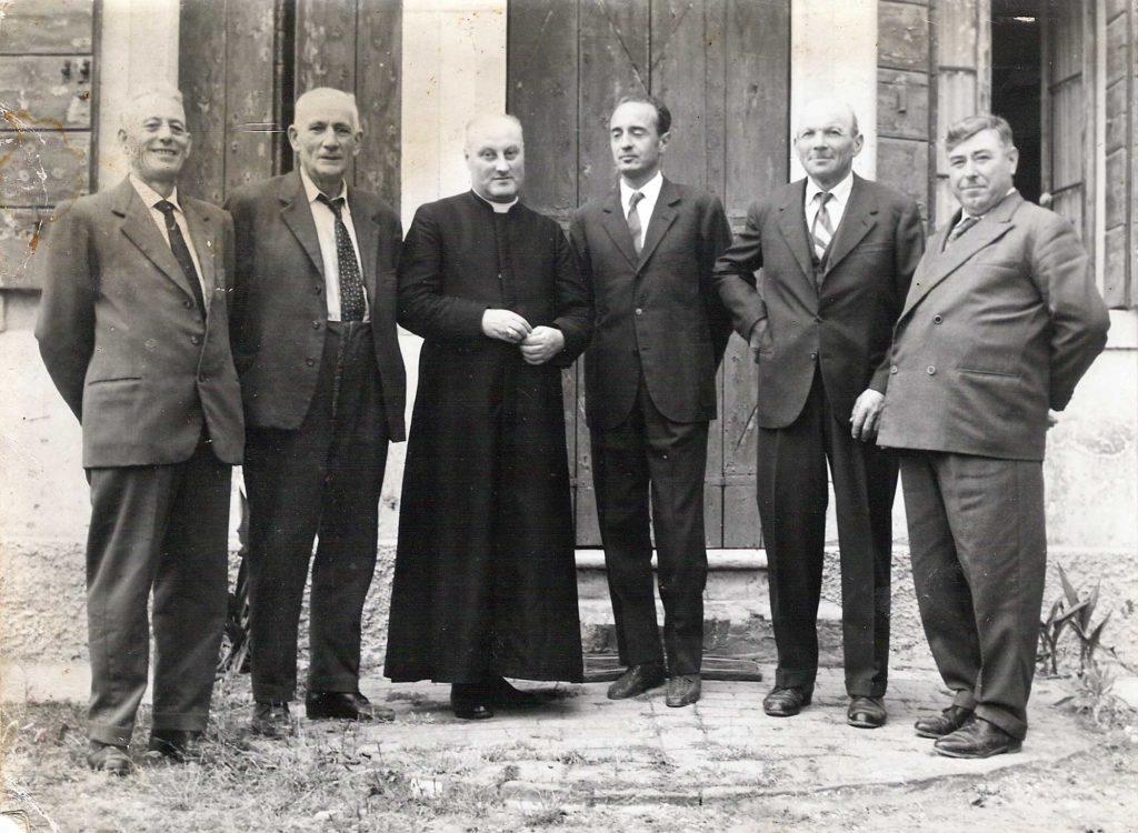 Foto Maurizio Soligo - Fabricieri con Don Alberto Miatello negli anni '60