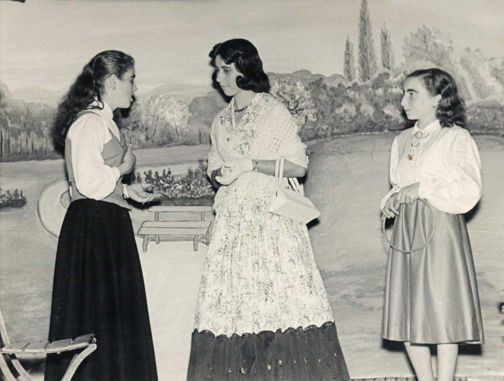 Foto Mazzoccato-Trinca - 1957: rappresentazione teatrale tutta al femminile