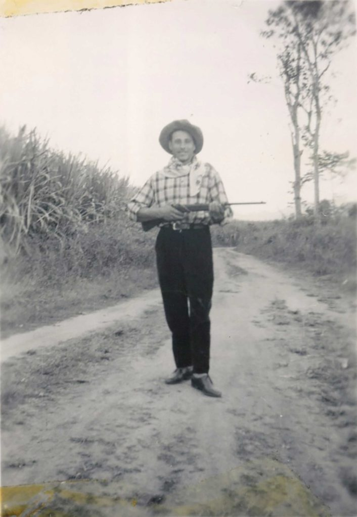 Foto Mazzoccato-Trinca - 1956: Paolo alla piantagione di canna da zucchero nel Queensland (Australia)