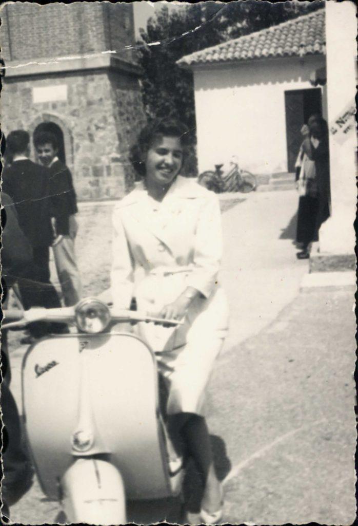 Foto Mazzoccato-Trinca - 1960/61: Alda sulla vespa
