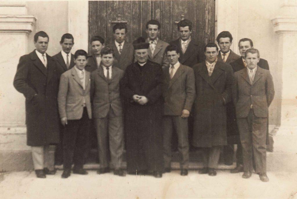 Foto Famiglia Pagnan-Tempesta - Foto di gruppo con don Alberto Miatello.