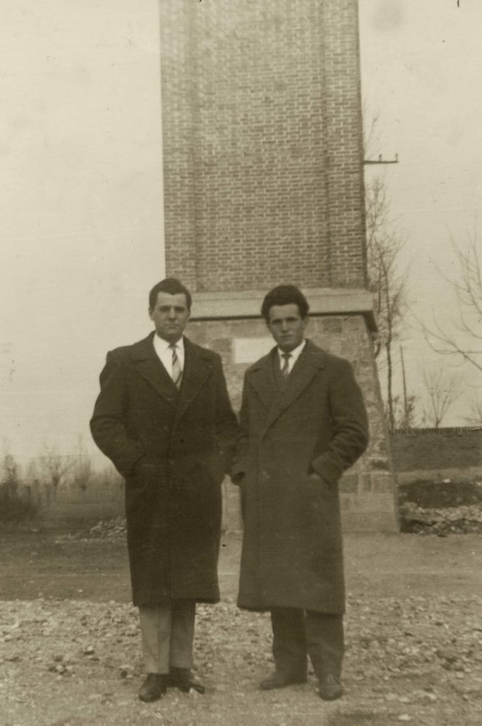 Foto Famiglia Pagnan-Tempesta - I compari davanti al campanile