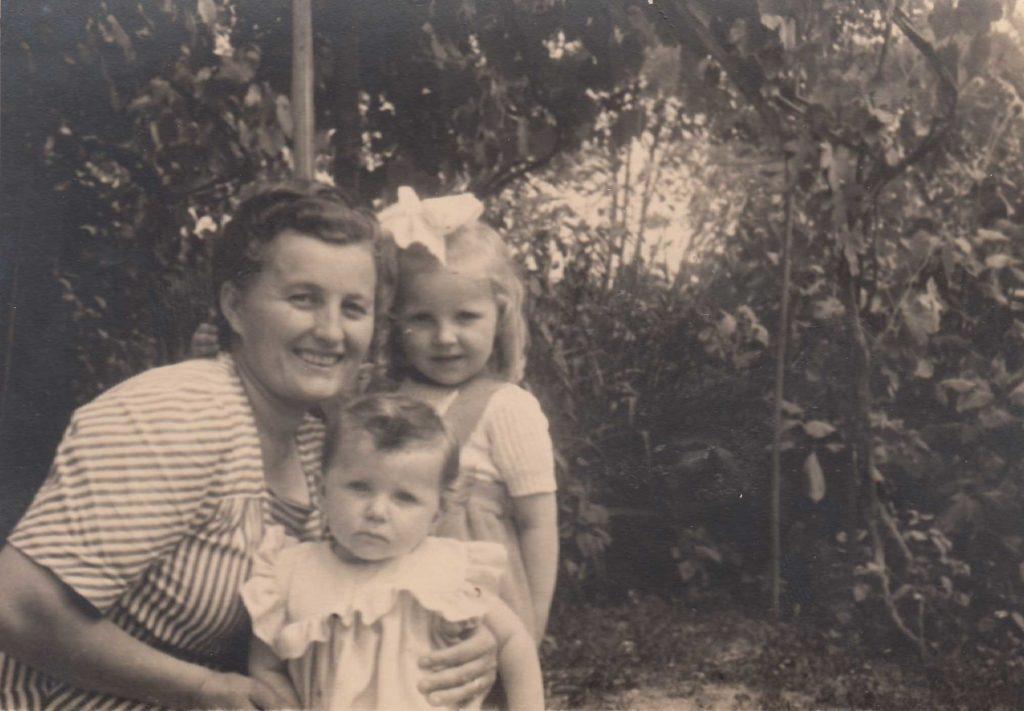 Foto Sorelle Occhial - La mamma e le figlie