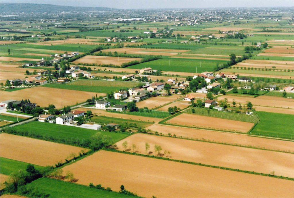 Foto Maurizio Soligo - Anni '90: foto aerea delle Case Soligo