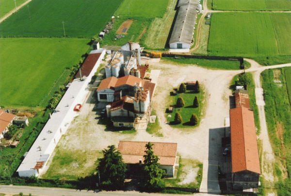 Foto Maurizio Soligo - Anni '90: foto aerea dell'allevamento Pan Crystal