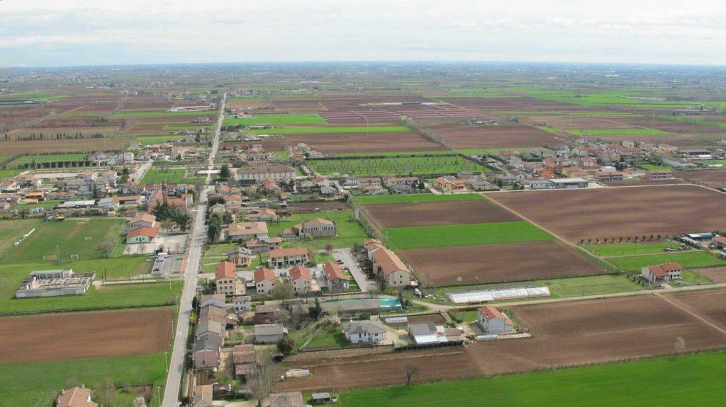 Foto Maurizio Soligo - 2 aprile 2010: foto aerea da ovest