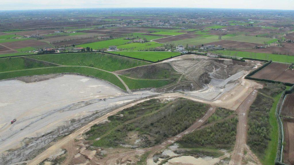 Foto Maurizio Soligo - 2 aprile 2010: foto aerea del Santuario della Beata Vergine di Caravaggio con la cava in primo piano